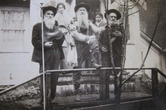 Joaquin-Miller-with-fiddlers-courtesy-Oakland-History-Room