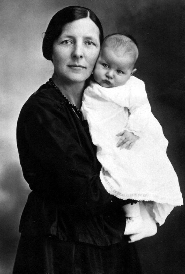 Rosamonds 1914 Mary & Bonnie