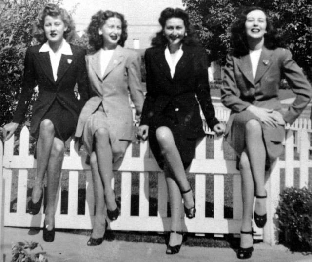 Rosamonds 1942 Lillian, Rosemary, June & Bonnie on Fence 2