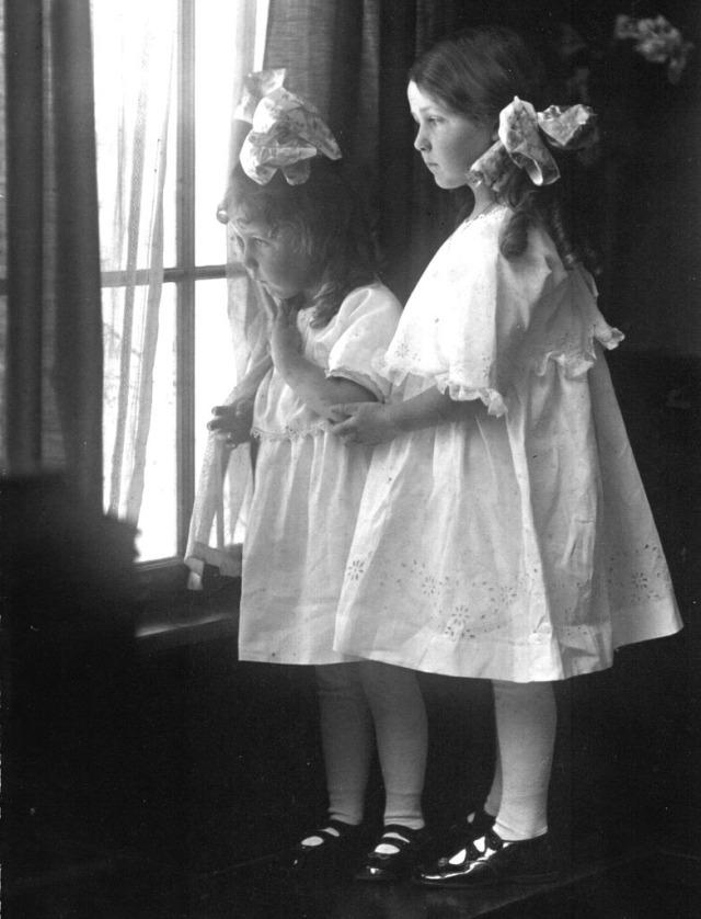 Rosamonds 1917 June & Bonnie 2
