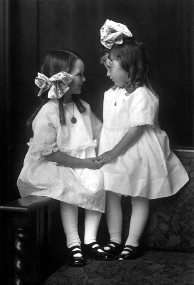 Rosamonds 1917 June & Bonnie