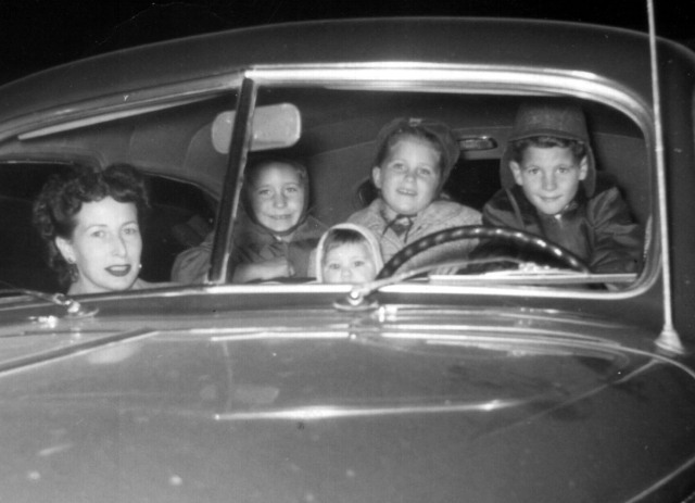 Prescos 1952 Rosemary, Greg, Vicki, Christine & Mark in Car
