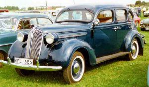 Plymouth_De_Luxe_4-Door_Sedan_1937