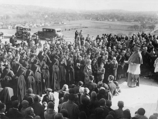 Briar_Cliff_University_dedication,_1930ttt