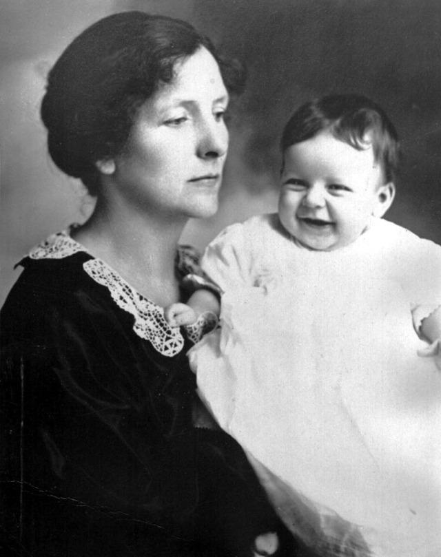 Rosamonds 1923 Mary & Lillian