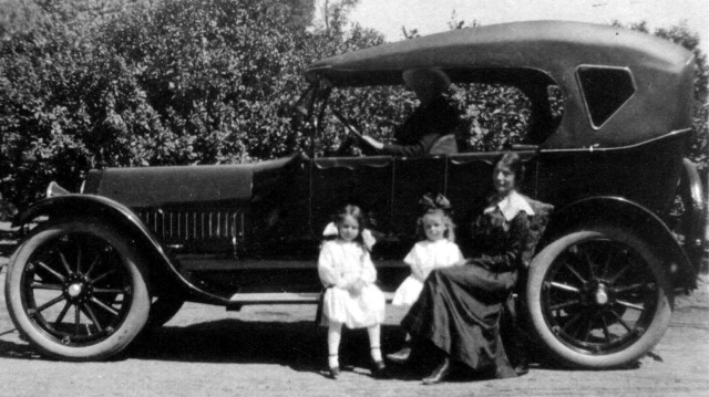 Rosamonds 1919 June, Bonnie & Mary