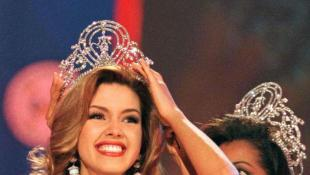 Miss Venezuela, Alicia Machado smiles after winning the 1996 ''Miss Universe'' crown May 17. Nineteen-year-old Machado, a model and first-year law and second-year business administration student will reign as the 4th Miss Universe from Venezuela - RTXGSFT