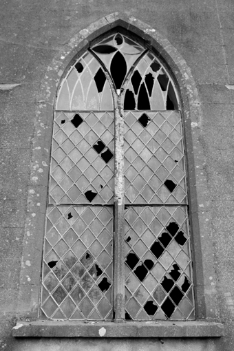 cahans%20presbyterian%20church%20monaghan%2004%20-%20window%20exterior