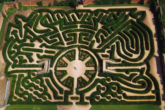 25 Jul 2001, Blenheim Palace Gardens, Oxfordshire, England, UK --- Marlborough Hedge Maze at Blenheim Palace Gardens --- Image by © Skyscan/Corbis