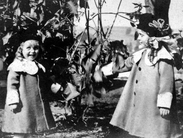 Rosamonds 1918 June &  Bonnie 2